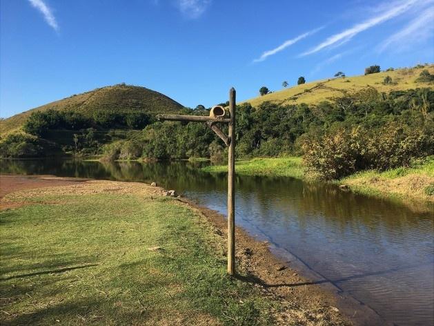 Coexistência entre a paisagem e as águas da barragem de Ribeirão das Lajes<br />Foto Dayane Caputo Camacho Lopes, 2019