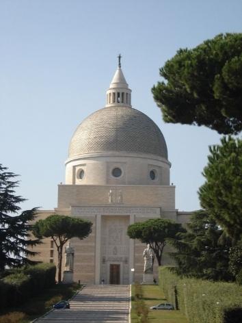 Fachada principal da Igreja SS. Pietro e Paolo, arquiteto A. Foschini, 1937-41<br />Foto Claudia dos Reis e Cunha