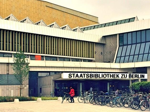 Biblioteca de Berlim, acesso principal, arquiteto Hans Scharoun<br />Foto Fabiano Borba Vianna, 2016
