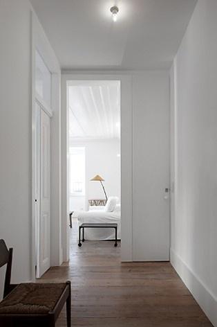 Edifício residencial em Fanqueiros, entrada apartamento 3ºB. Arquiteto José Adrião, 2007-2011<br />Foto/photo FG + SG