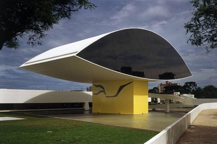 Museu Oscar Niemeyer, Curitiba PR. Arquiteto Oscar Niemeyer, 2002<br />Foto Nelson Kon