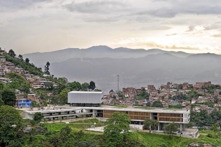 Colegio Santo Domingo Savio. Medellín, Colombia. 2008<br />Foto Alejandro Arango