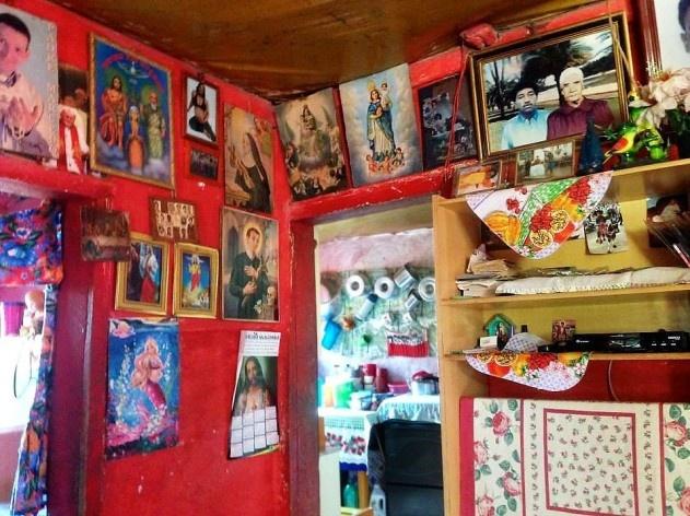 Interior de residência com rico repertório religioso e familiar<br />Foto Fabio Lima