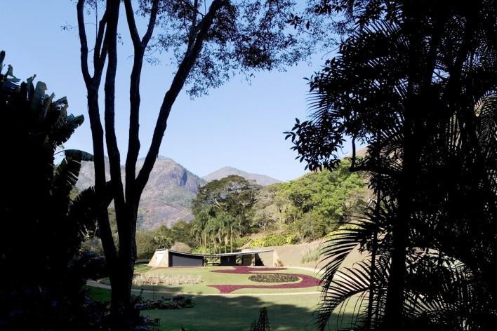 Casa Cavanelas, Petrópolis RJ, 1954, arquiteto Oscar Niemeyer<br />Foto Leonardo Finotti