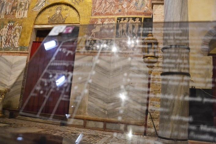 Sinalização, afrescos e mosaicos<br />Foto/photo Fabio Lima