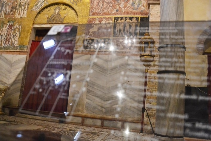 Signal, frescoes and mosaics<br />Foto/photo Fabio Lima