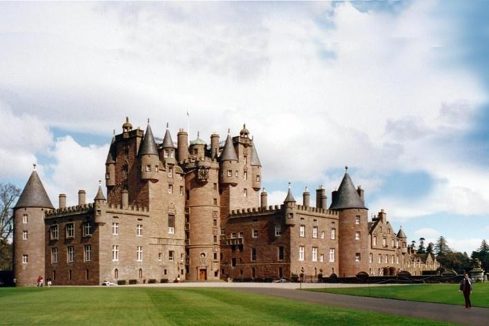Alexandrina Mori em Glamis Castle, Escócia, 2001<br />Foto Victor Hugo Mori