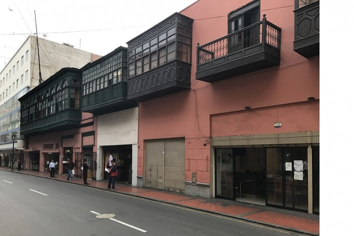 Balcões tradicionais de sobrados no distrito central de Lima<br />Foto José Lira