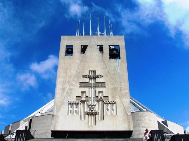 Vista externa da Catedral Metropolitana de Liverpool<br />foto Ana Paula Spolon