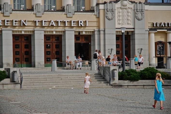 Aspecto do Teatro Tampereen que se abre para grande largo no centro urbano<br />Foto Fabio Lima
