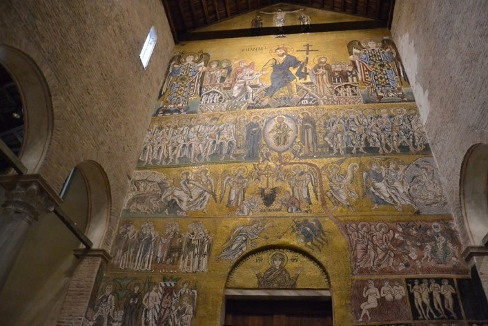 Interior of Basilica, frescoes and mosaics<br />Foto/photo Fabio Lima