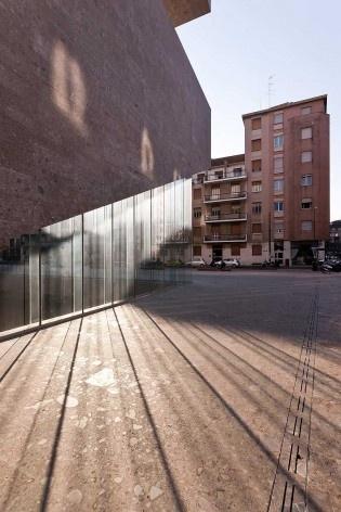 A nova Bocconi, Milão, Grafton Architects, projeto de 1999-2000, inauguração em 2008. Vista da esquina entre a via Bligny e a via Roentgen<br />Foto Lucas Corato