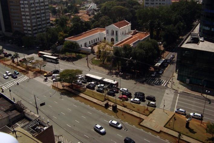 Oficina de desenho urbano MCB, conflito de trânsito na avenida Faria Lima, São Paulo, 2011<br />Foto Camila Dias e Gustavo Mascarenhas