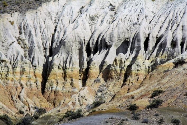 Trabalho escultórico das águs e dos ventos. Bosque Petrificado, Sarmiento, Estado de Chubut, Argentina<br />Foto Diana Souza