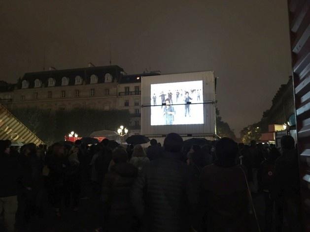 """""""Un monument dédié au siècle des révolutions"""" (Chto Delat), instalação na praça do Hôtel de Ville de Paris, percurso Centro<br />Foto Laís Bhering Martins"""