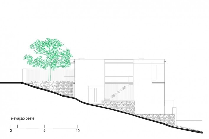 Casa da Lagoa, elevação oeste, Florianópolis SC Brasil, 2019. Arquitetos Francisco Fanucci e Marcelo Ferraz / Brasil Arquitetura<br />Imagem divulgação  [Acervo Brasil Arquitetura]