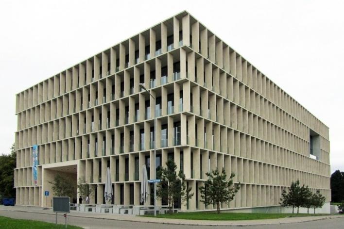 HIT: Exterior e varanda ao redor do edifício<br />Foto Gabriela Celani