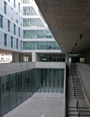 A nova Bocconi, Milão, Grafton Architects, projeto de 1999-2000, inauguração em 2008. O sistema de pátios internos e a articulação de níveis<br />Foto Lucas Corato