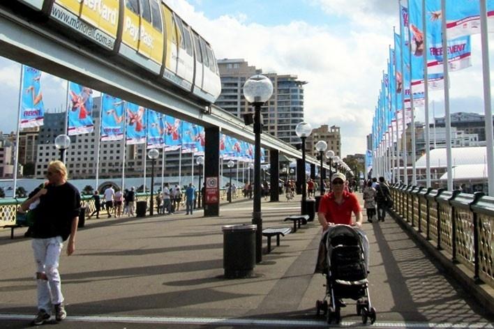 Monorail sobre a Pyrmont Bridge, Sidney<br />Foto Gabriela Celani