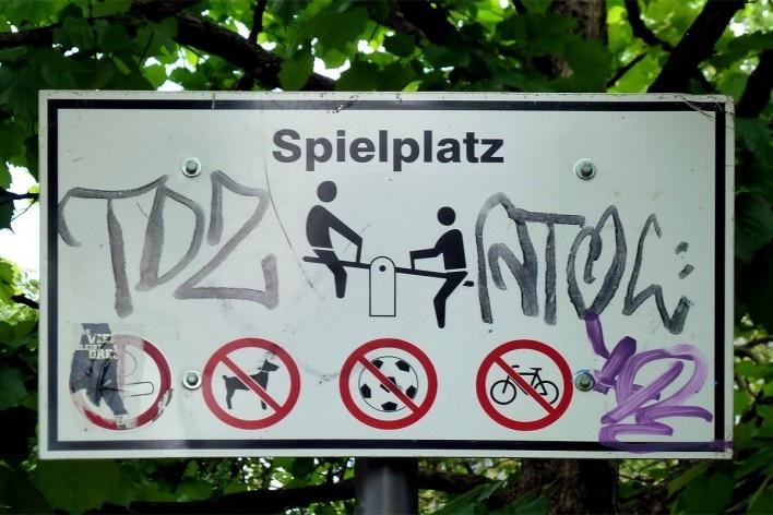 Placa em Berlim, Alemanha<br />Foto Michel Gorski