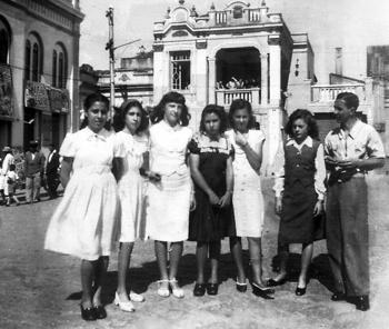Rosa Kliass (3ª) em São Roque na adolescência