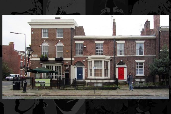 """Falkner Street nº 36 (apartamento do térreo) pertencia a Brian Epstein e foi emprestado para John e Cynthia após o """"casamento secreto"""" até o nascimento do filho Julian<br />Foto Victor Hugo Mori"""
