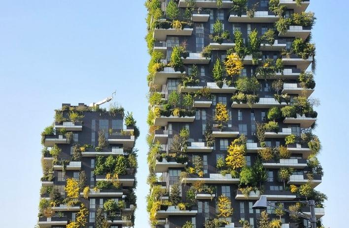 Milano, Porta Nuova. Edifício Residencial Bosco Verticale projeto Boeri Studio foi inaugurado em outubro de 2014 como parte de um projeto de reforma urbana. Formado por duas torres, uma de 80 e outra de 112 metros, que abrigam árvores de portes pequeno, m<br />Foto Marcelo Maingué, 08 abr. 2017