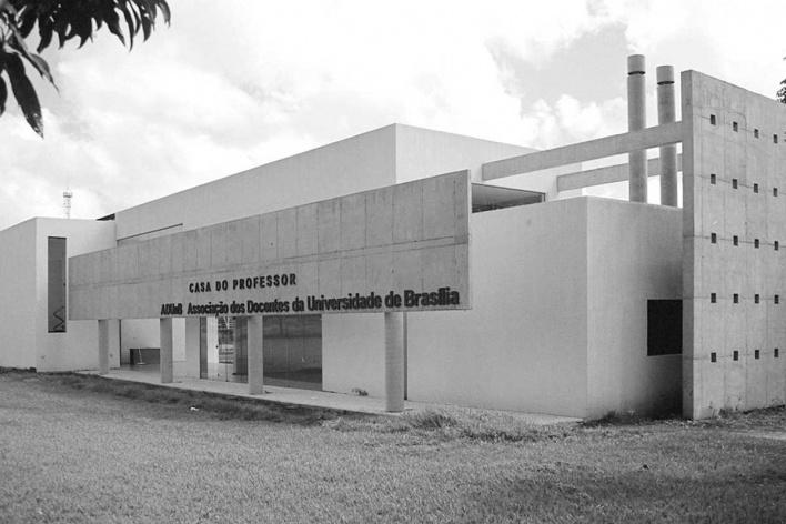 Vista lado leste<br />Foto Mário Bonomo