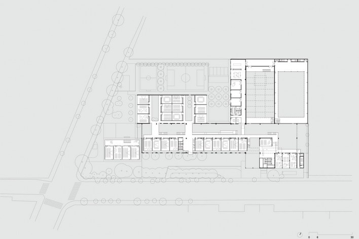 Beacon School's new headquarters, first floor plan, São Paulo SP Brasil, 2016. Architects Vinicius Andrade, Marcelo Morettin, Marcelo Maia Rosa and Renata Andrulis / Guido Otero and Ricardo Gusmão (authors) / Andrade Morettin Arquitetos / Gusmão Otero Arq<br />Imagem divulgação / disclosure image  [Andrade Morettin Arquitetos / Gusmão Otero Arquitetos Associados]