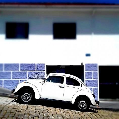 """Fusca branco, série fotográfica """"Os fuscas ofuscam""""<br />Foto Fernando Mascaro"""