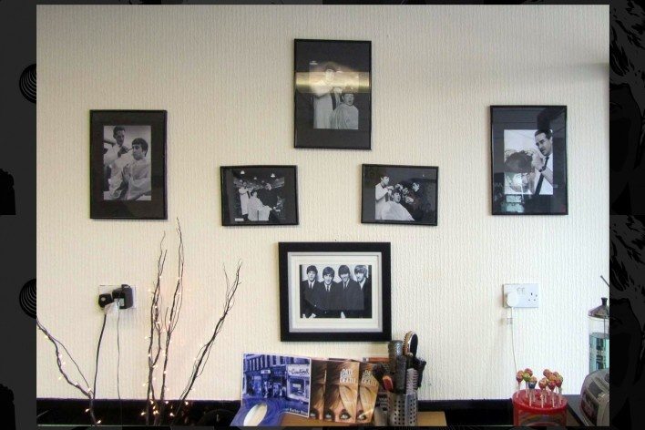 """Barber Shop Penny Lane: """"Penny Lane there is a barber showing photographs…""""<br />Foto Victor Hugo Mori"""
