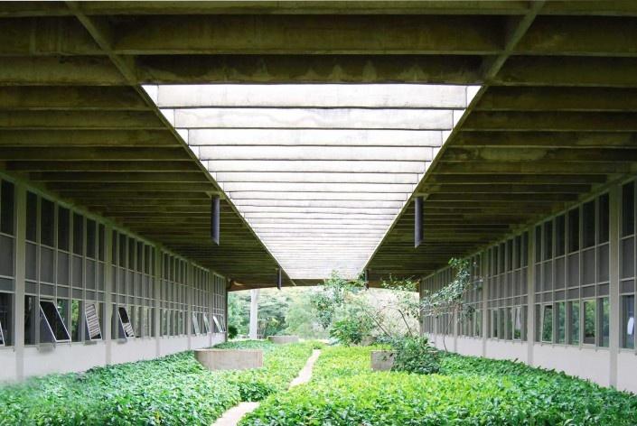 Escola Superior de Administração Fazendária – ESAF, jardins setor de alojamentos, Brasília DF<br />Foto Daniel Corsi