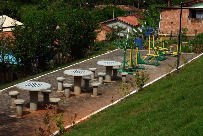 Recreation area and fitness equipments at the community of São Sebastião da Vargem Alegre<br />Foto/Photo Fabio Lima