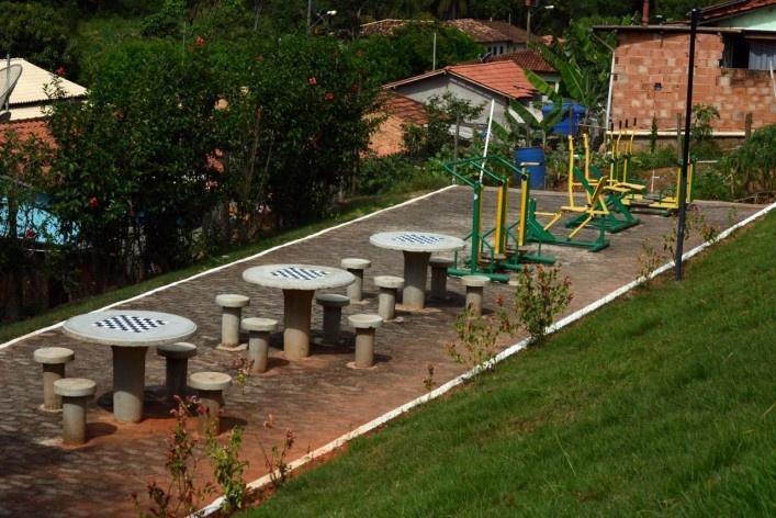 Área de lazer e equipamentos de ginástica da melhor idade na comunidade de São Sebastião da Vargem Alegre<br />Foto/Photo Fabio Lima