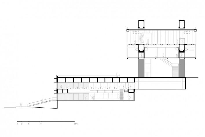 Cavaletes de vidro reconstruídos, corte das salas de exposição do Masp. Metro Arquitetos Associados