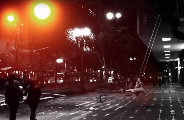 Fotograma do vídeo-arte <i>Quimpassi</i><br />Irmãos Guerra