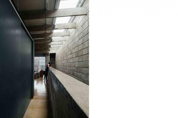 Casa-ateliê da Vila Charlote, mezanino, Presidente Prudente SP, arquiteta Cristiana Pasquini<br />Foto Pedro Kok