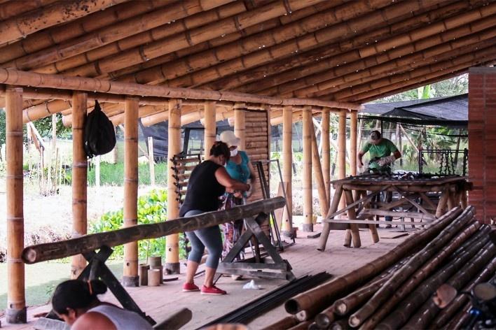 Taller de Confección Amairis, proceso, San Isidro, Colombia. Taller Ruta 4