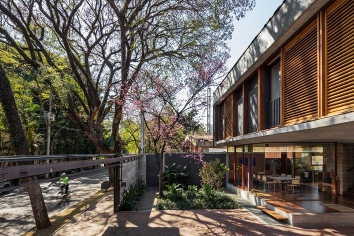 Casa Villa Lobos, 2018, São Paulo SP Brasil. Arquitetos Cristiane Muniz, Fabio Valentim, Fernanda Barbara e Fernando Viégas/ Una Arquitetos<br />Foto Nelson Kon