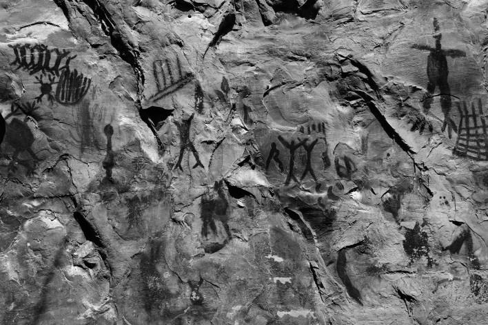 Pinturas rupestres dentro do parque Nacional Cavernas do Peruaçu<br />Foto Ana Carolina Brugnera, 2017
