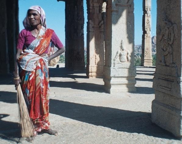 Varredora de Templo, Hempi, Índia<br />Foto Fabricio Fernandes
