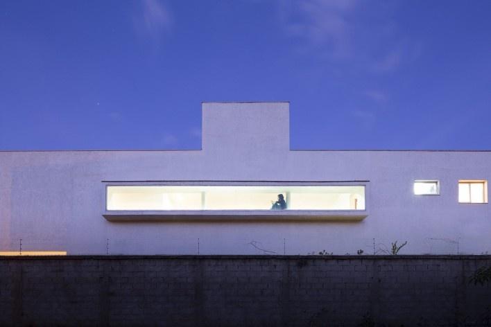 Casa vale do sol, abertura lateral, cena noturna. Marcos Franchini<br />foto Gabriel Castro