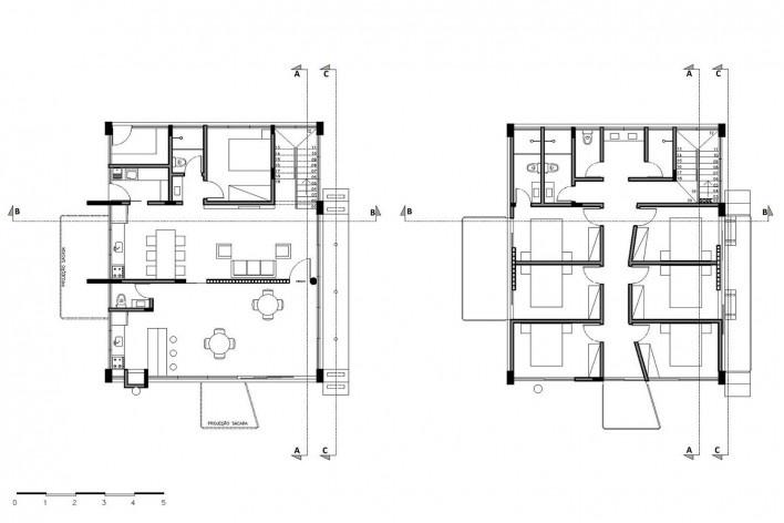 Casa D, plantas térreo e superior, Praia Alegre, Penha SC Brasil, 2014. Arquiteto Pablo José Vailatti / PJV Arquitetura<br />Imagem divulgação  [PJV Arquitetura]