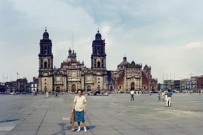 Alexandrina Mori no Zocalo, Cidade do México, México<br />Foto Victor Hugo Mori