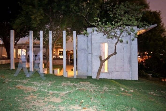Vista noturna da fachada sul<br />Foto Léo Azevedo