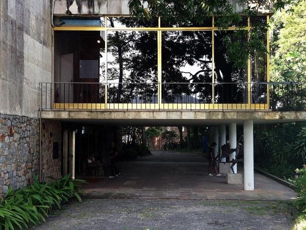 Museu Chácara do Céu, Pilotis Museu Chácara do Céu<br />Foto Gustavo Henrique Campos de Faria, 2016