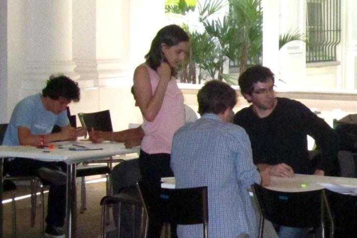 Oficina de desenho urbano MCB, Nina Dalla e equipe de trabalho, São Paulo, 2011<br />Foto divulgação