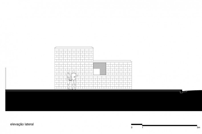 Sede de uma Fábrica de Blocos, elevação lateral, Avaré SP Brasil, 2015. Arquitetos André Nunes, Anna Juni, Enk te Winkel e Gustavo Delonero (autores) / Vão Arquitetura<br />Imagem divulgação  [Acervo Vão Arquitetura]