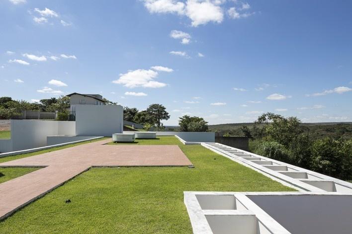 Casa Torreão, cobertura verde, Brasília DF, arquitetos Daniel Mangabeira, Henrique Coutinho e Matheus Seco<br />Foto Haruo Mikami