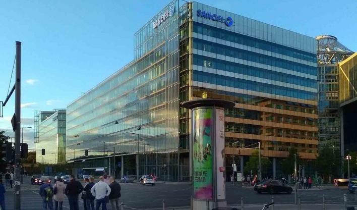 Edifício Sony Center visto da esquina da Potsdamer Straße com a Ben-Gurion Straße. Projeto de Helmut Jahn<br />Foto Marcos Sardá Vieira, ago. 2016